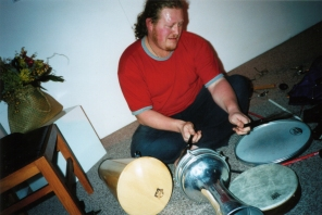 Simon Sweetman with The Winter, live at Photospace Gallery, July 2003 (photo by James Gilberd)