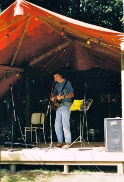 Dave Edwards at Patuha Acoustic Music Festival, Taranaki, 1998